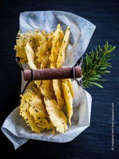 Die besten Chips EVER: Selbstgemachte Basilikum- und Rosmarin-Käse-Chips! - marieola - food and lifestyle blog