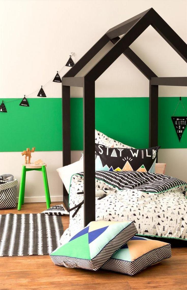 tete-de-lit-cabane-chambre-garcon-couette-imprime-geometriques-noir-vert-vif