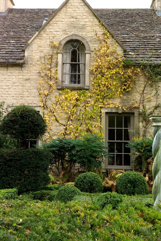 topiary .. X ღɱɧღ || An English Country Garden in the Cotswolds (houseandgarden.co.uk)