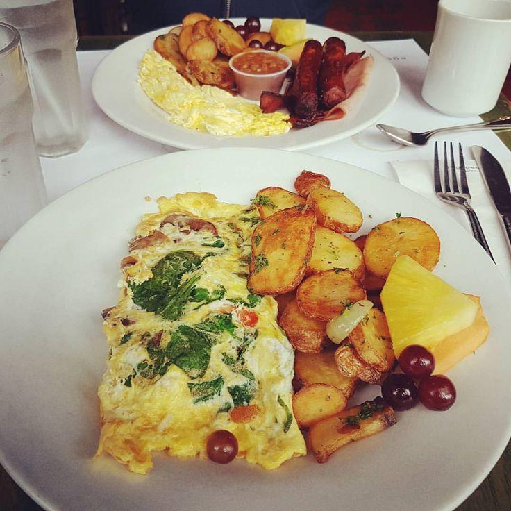 Those Lyonnaise potatoes… 😍 . . . #food #foodporn #Ottawa #delicious #instafood #instagood #instayum #yummy #tasty #foodie #foodpic #breakfast #brunch #eggs #omelette #homefries #huffposttaste...