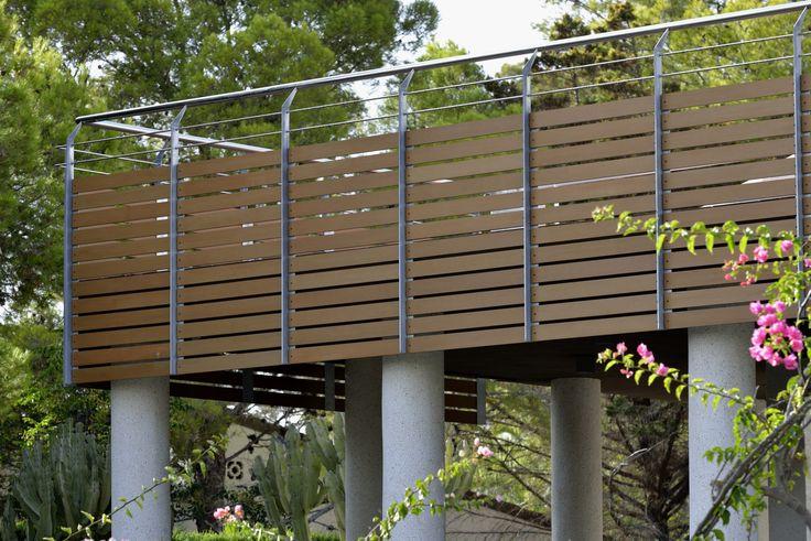 Reforma vivienda chalet. Barandilla madera Resysta. Madera sintética. Composite.