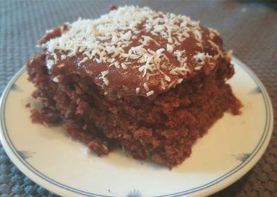 Supersaftige sjokoladekake: (langpanne) Kakebunn: 6 egg 6 dl sukker 500 g smør 8 ts bakep...