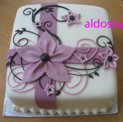 Ornament, ribbon, flowers cake By aldoska on CakeCentral.com