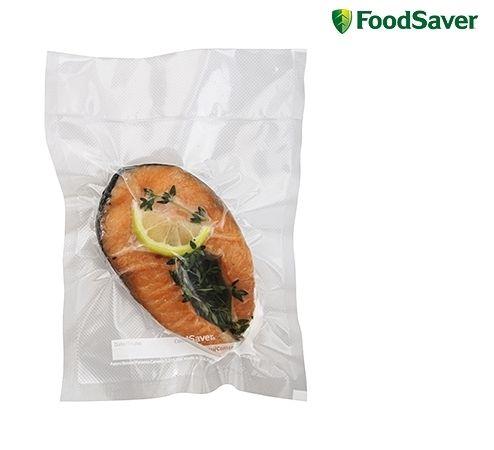 Foodsaver FSR2801 Folie 28x550cm € 16,95 Het exclusieve meerlagige materiaal voor intensief gebruik bewaart, beschermt, voorkomt vriesbrand en garandeert dat lucht en vocht het voedsel niet kunnen bereiken en aantasten. Daarnaast is het folie geschikt voor koken, gebruik in de magnetron en sous-vide bereidingen. Het folie is BPA-vrij!  2 Rollen