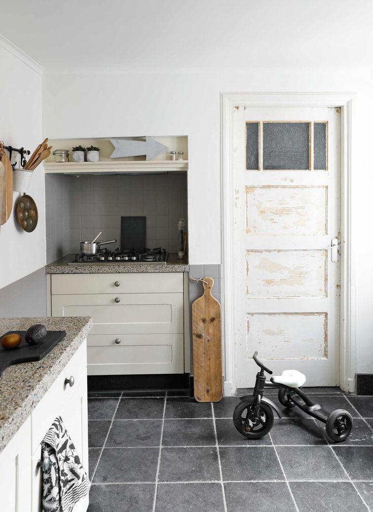 25 beste idee n over zwarte tegels op pinterest zwarte badkamer inrichting zwarte badkamers - Betegelde ensuite marmeren badkamers ...