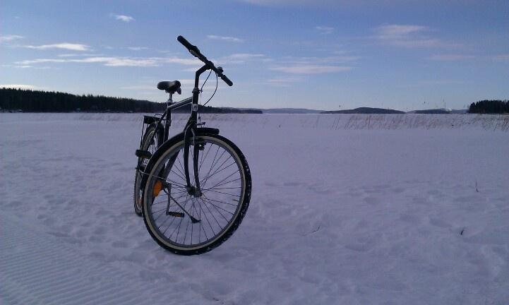 On the way to office in March over frozen Päijänne
