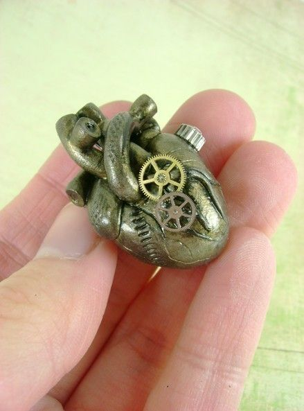 """""""Steampunk Heart"""" Pendant in antique brass made by Kimberly Hart (MonsterKookies @ etsy.com) (© 2010)"""
