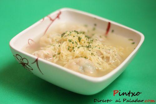 Sopa de noodles y bolitas de gamba