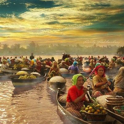 Floating Market or Pasar Apung Tradisional - South Kalimantan, Indonesia