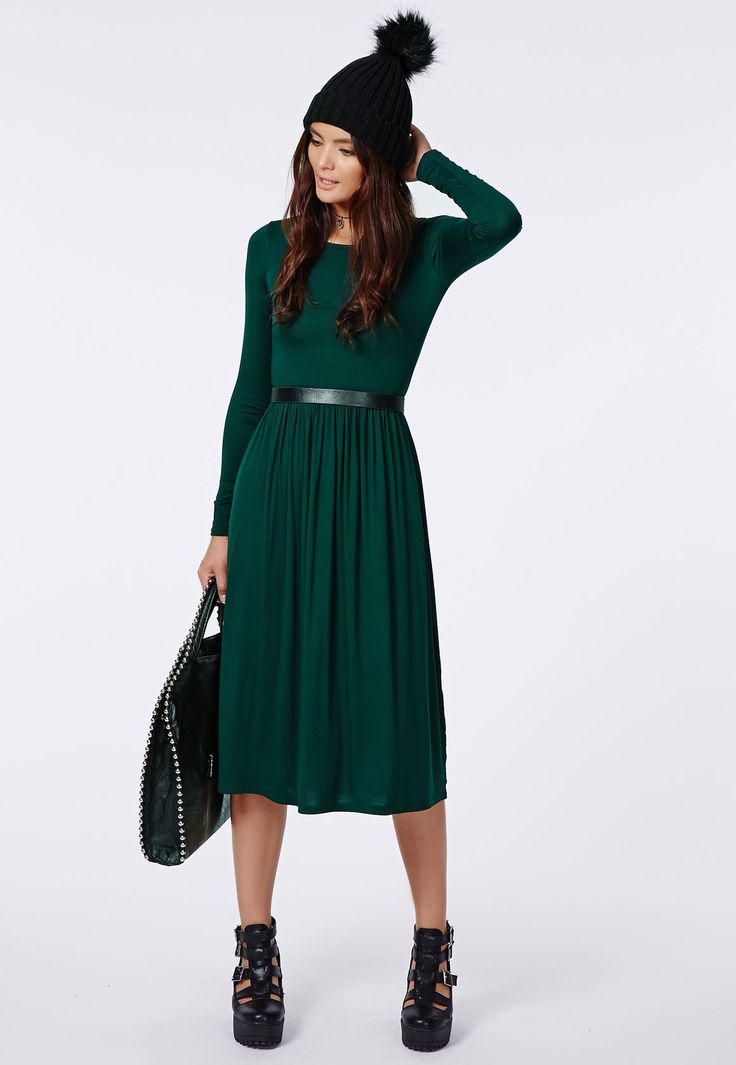 Look simple and elegant in this casual green dress