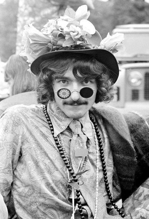 the60sbazaar:  Cool hippie guy photographed in England (1967)