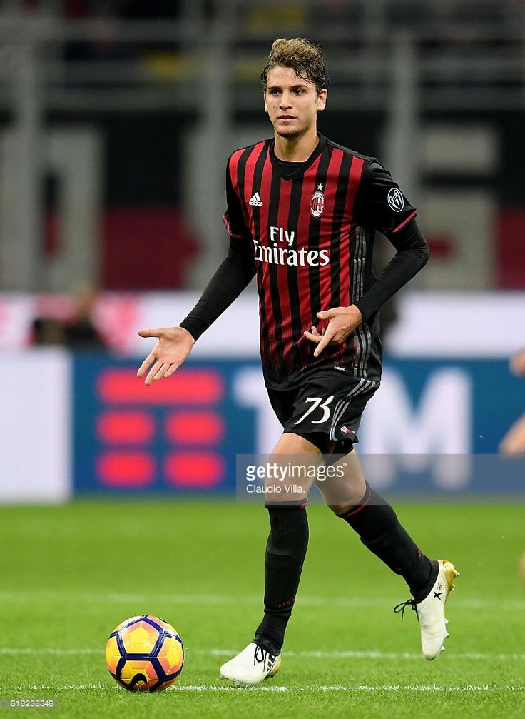 Manuel Locatelli of AC Milan in action during the Serie A match between AC Milan and Juventus FC at Stadio Giuseppe Meazza on October 22, 2016 in Milan, Italy.