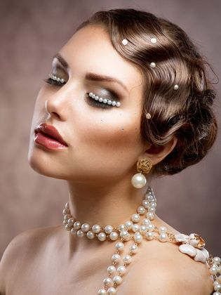 Vintage ladies hairstyles in the style of the 20s