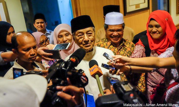 Saya sudah insaf  Tun Mahathir   Tun Dr Mahathir Mohamad hari ini membuat pengakuan bahawa beliau telah insaf ia sebagai menjawab mereka yang menasihatkan ahli politik berusia 92 tahun itu agar menebus kesilapan lalu.  Bagaimanapun bekas perdana menteri itu berkata ia adalah kerana beliau tergerak hati untuk memulakan usaha menentang salah laku.  Sebab saya insaf saya terpaksa memberi tumpuan kepada masalah yang dihadapi oleh negara kita.  Kalau saya cuma lepas tangan sahaja sedangkan saya…