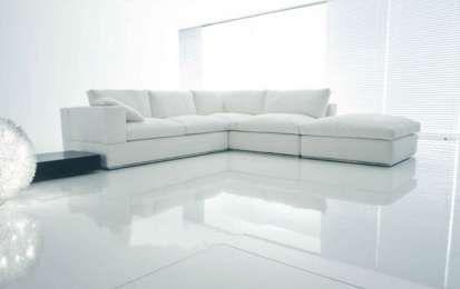 Pavimenti in resina - Salotto con pavimento in resina bianco