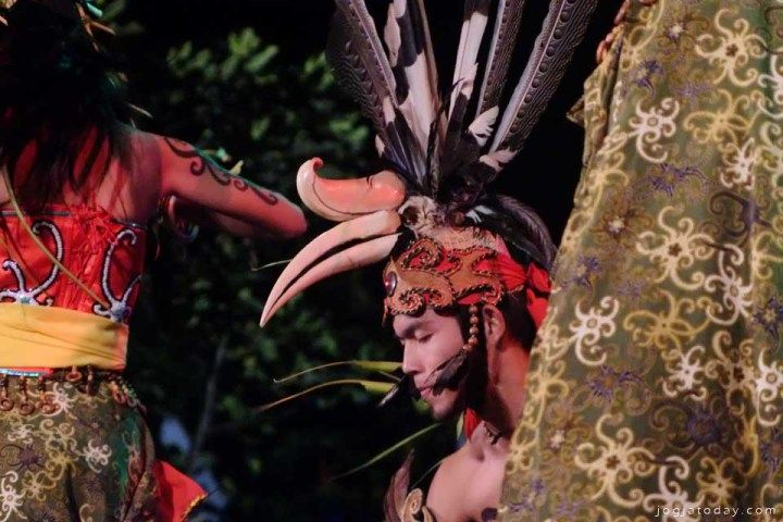 Palangkaraya Traditional Dance perform in Festival Kesenian Yogyakarta-[rovitavare/jogjatoday]