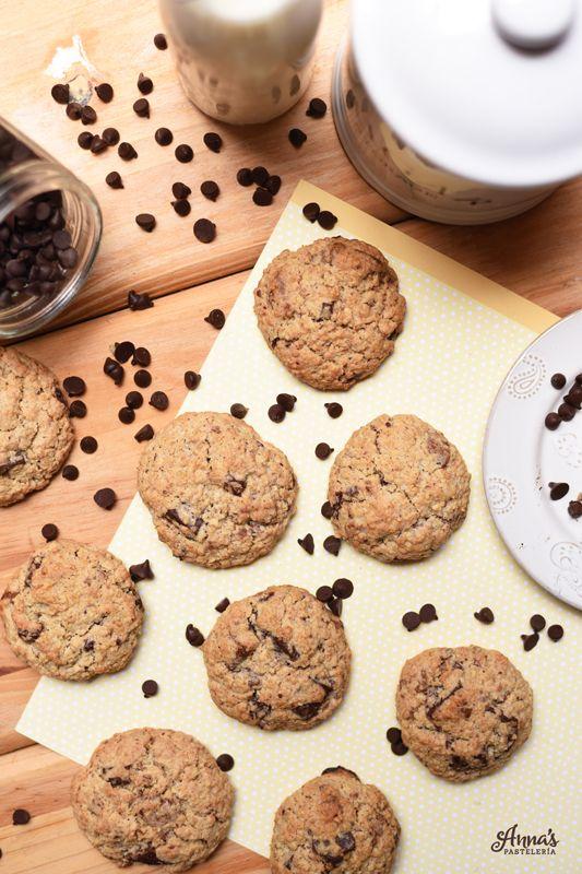 Las mejores galletas de avena con chocolate que he probado en mi vida <3 receta del blog Anna's Pasteleria - The best chocolate chip oatmeal cookies ever! from the blog annaspasteleria.com