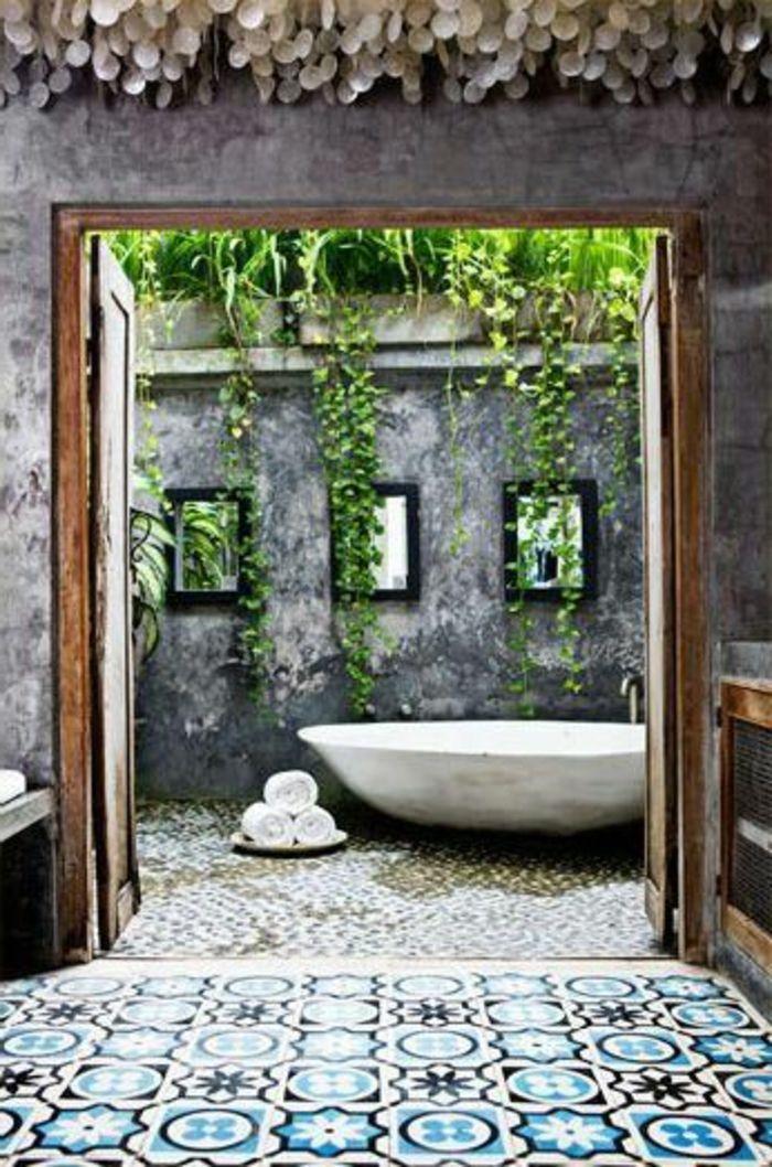 jolie salle de bain exotique avec baignoire blanche exterieur