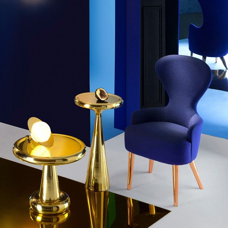 'Plane Table Light' is a beautiful and unusual table lamp designed by Tom Dixon. The lamp makes us think of a sculptural luminous planet.