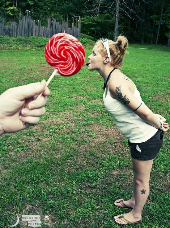 45 Creative Forced-Perspective Photography [PICS]