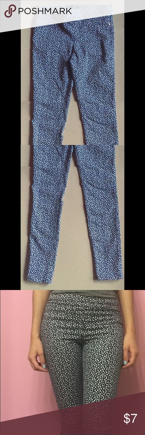 H&M Patterned denim leggings This are cute bright blue and white patterned denim leggings from H&M only worn once or twice H&M Pants Leggings