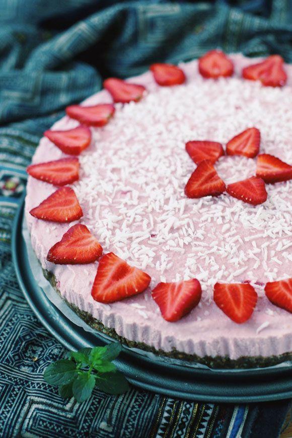 Raw Vegan Strawberry Coconut Icebox Cake | Free People Blog #freepeople