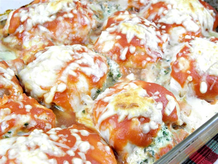Healthy chicken breast stuffed with ricotta and spinach, topped with mozzarella  is not as complicated or difficult as it looks.
