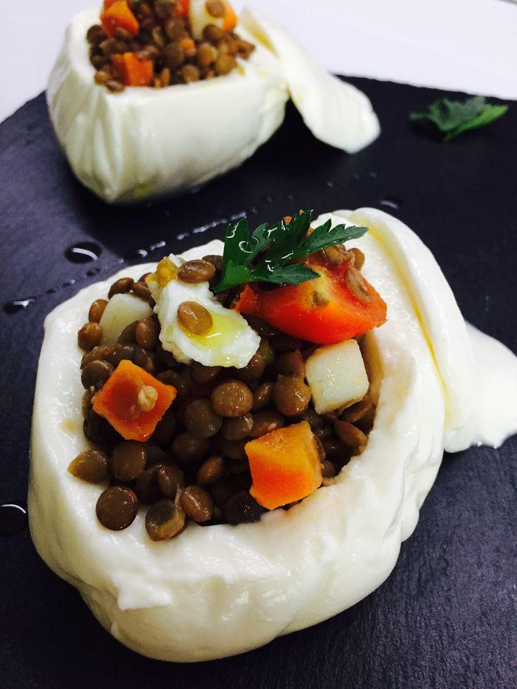 Un'idea fresca e leggera questa insalata fredda di lenticchie, da presentare come antipasto aperitivo o piatto unico!