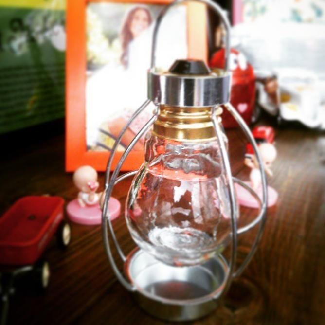 セリアのアイテムを組み合わせてキャンディポットやセリアフライヤーなどのアイデアDIYが生まれてきましたが最近はセリアの電球瓶を使ったランタンが簡単にできると注目されています。