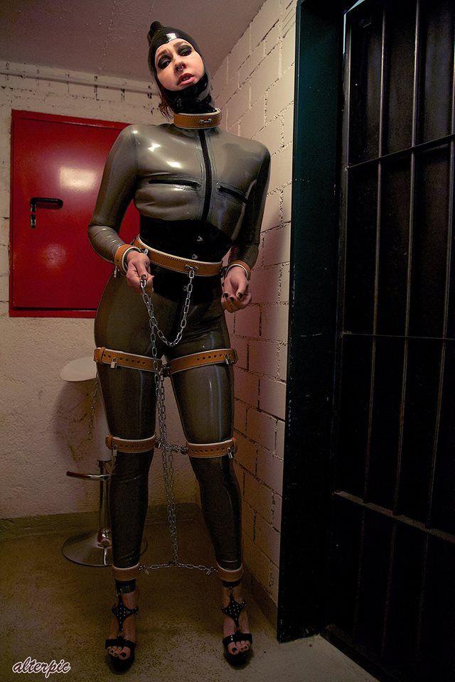 leather bondage fiction