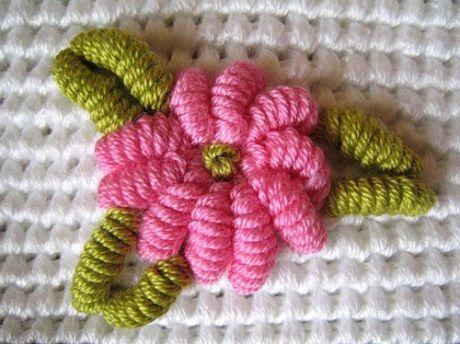 Вышивка по трикотажу и вязанному полотну. Очень красиво.