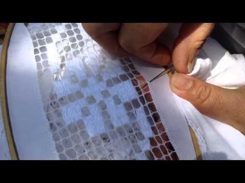 Como hacer las orillas de un deshilado - YouTube