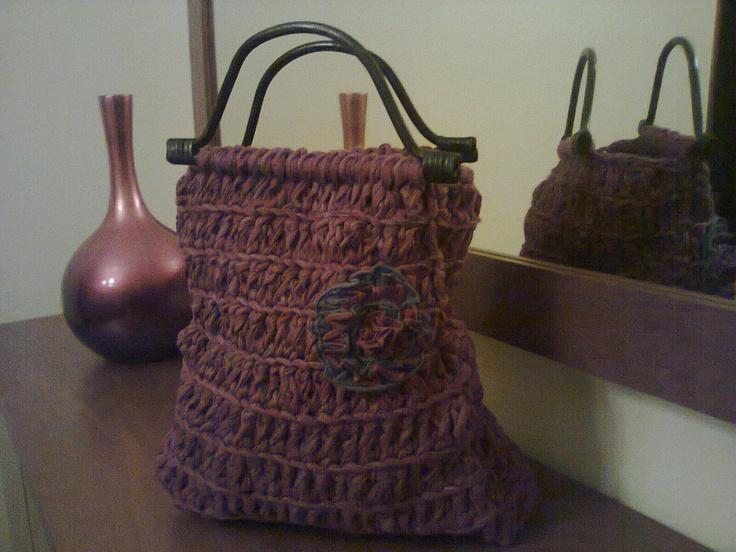 Bolsa com flor em trapilho