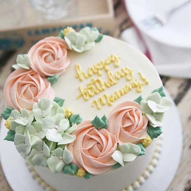 One of our most asked for buttercream floral cakes. Simple easy small cake.