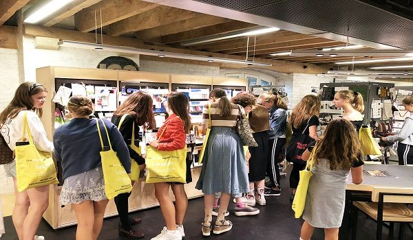 Fcfta Is The Best Fashion School London Uk Offer Fashion Industry Training And Short Courses In F Best Fashion Schools Cool Style Technology Fashion