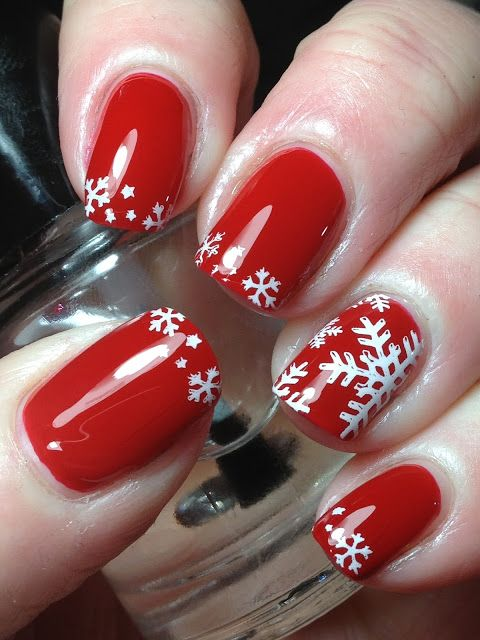 Snowflakes! Nail-Art by Canadian Nail Fanatic via bloglovin♥♥
