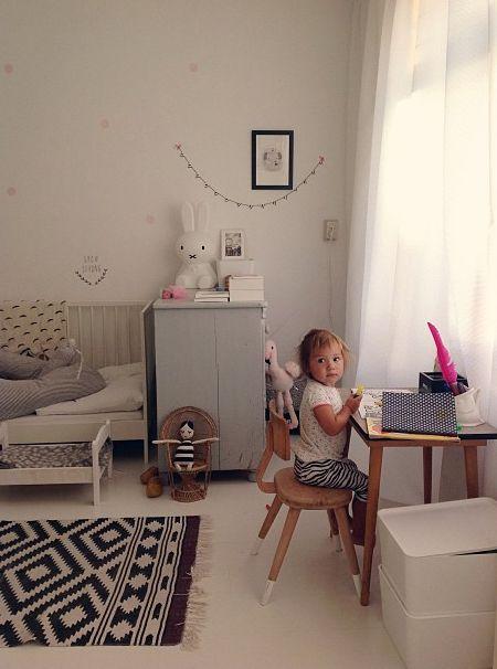 The perfect little girls room from @Lisa a Farme / Anne-Britt Hansen chambre à la hauteur des enfants....
