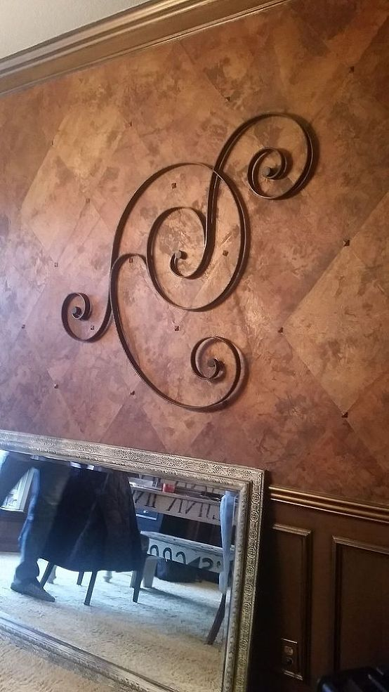 Non-traditional Ceiling Medallion - I've been busy trying to freshen up the decor in my home and have started stealing from Peter to give to Paul..... taking fr…
