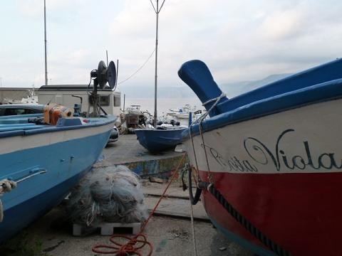 Scilla: halászhajók a Costa Viola-n/fishing boats on Costa Viola