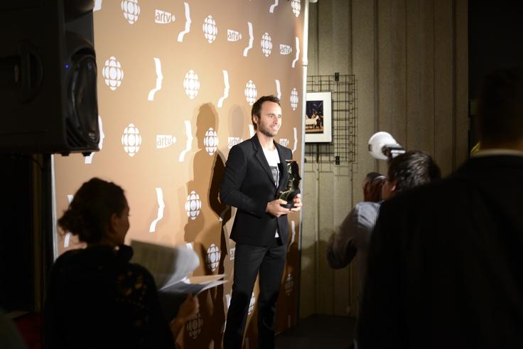 Louis-José Houde, récipiendaire du Prix Gémeaux Meilleure animation humour, série ou émission spéciale de variétés pour le gala l'ADISQ 2011. Crédits photo: David Champagne.