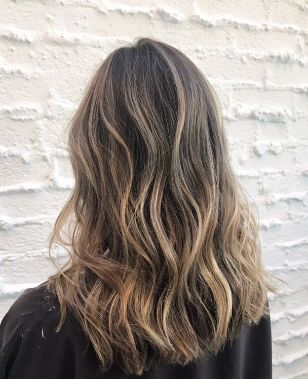 Highlights & Beach Waves Californian Hairstyle By the Celebrity Colorist Justin Anderson - Salon Chris McMillan - Beverly Hills - Model @juliacomil