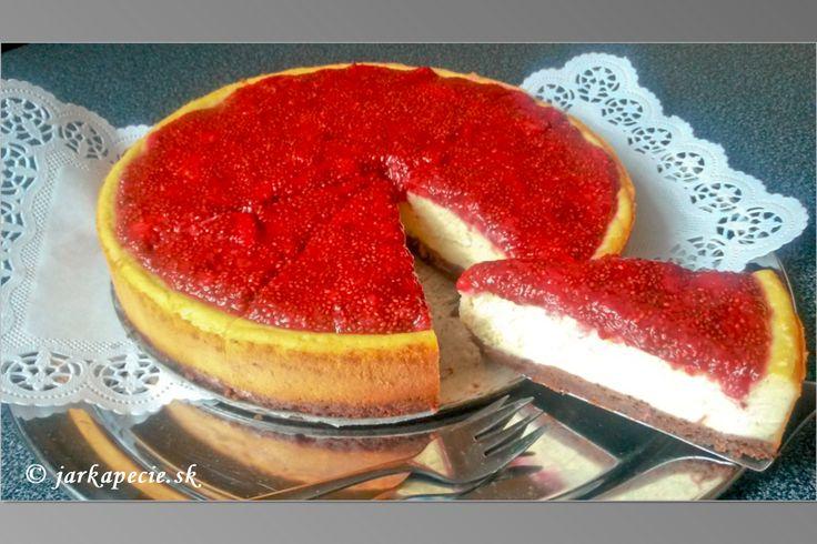 O tom, že obľubujem tvarohové koláče ( cheesecake) som už písala a rada ich pripravujem aj na objednávkuk rôznym príležitostiam. A príležitosť na dobrý koláč je vždy :-) Pripravovala som ho v bezlepkovej verzii, použila som chutné keksy z DM bez lepku a palmového tuku. Do tvarohovej náplne stačí použiť kvalitný čerstvý syr a nahradiť…