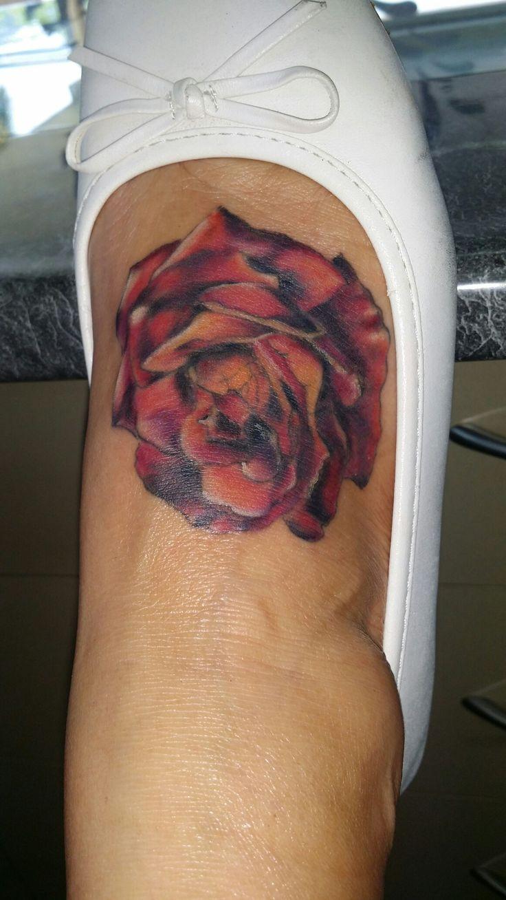 Rose tattoo #RobynGoller #tattoos #whitsundaytattoo #womenstattoodesigns #redrosestattoo #rosetattoo #inkjecta #intenzetattooingink #badassairbrushwhitsundays #RobynGoller #customnotcommon #Tattsgirlie #oldshopnotthenew