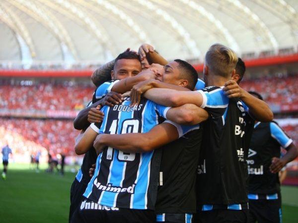 Roger Machado admite que vitória em clássico faz Grêmio pensar em título