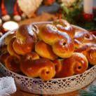 Saftiga lussekatter, spröda pepparkakor & juliga vörtbröd. Nu är det äntligen dags att dra på sig förklädet och dra igång julbaket. Här är våra bästa recept!