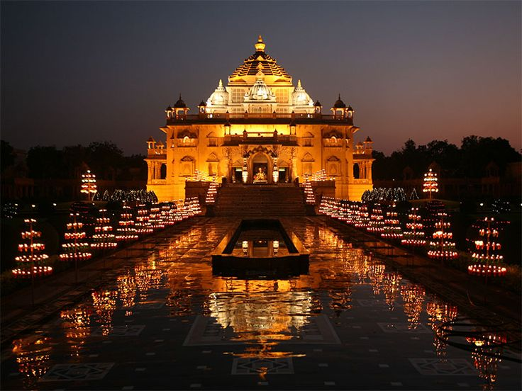 Swaminarayan Akshardham, Gandhinagar – special lighting for Diwali & Hindu New Year, 2012  http://desi-stylebook.com/2015/11/diwali-around-the-world/