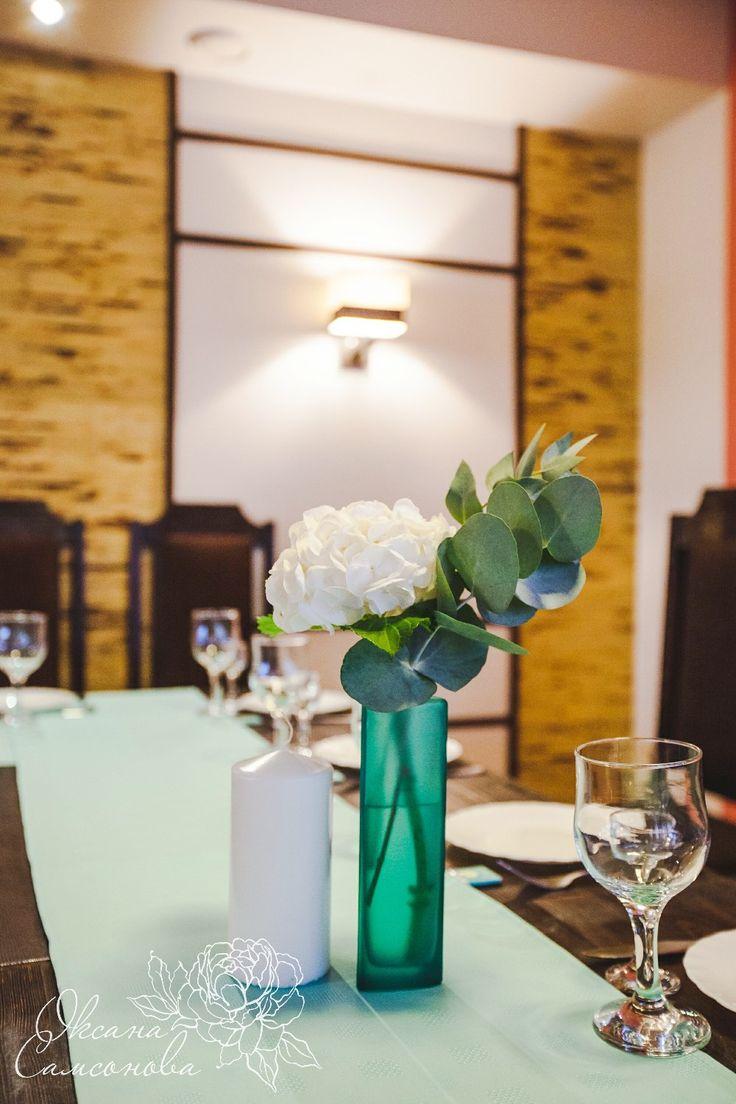 Небольшие композиции на столы гостей  Свадьба в мятном цвете