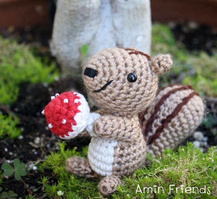 Amigurumi Squirrel Crochet Pattern : Squizy the Little Squirrel Amigurumi The ojays ...