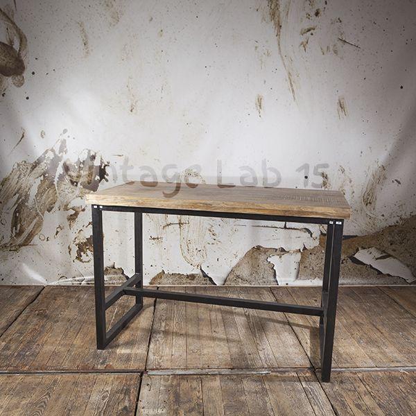 Hippe vierpersoons bartafel van hout en staal. Onze tafels zijn niet zomaar houten objecten, onze tafels zijn een uitbreiding van het gezin! Stoer en met liefde gemaakt!