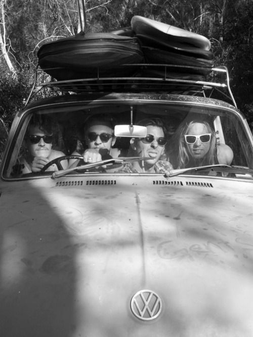 Surf trip.: Surfing Trips, Old Schools, Roads Trips With Friends, Vw Bugs, Beaches Life, Vintage Summer, Surfing Up, Old Cars, Roads Trippin
